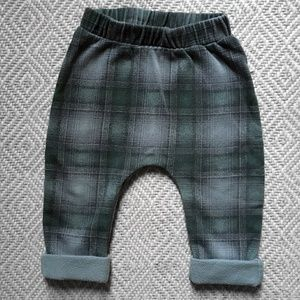 Old Navy plaid U-shaped fleece pants 6-12m